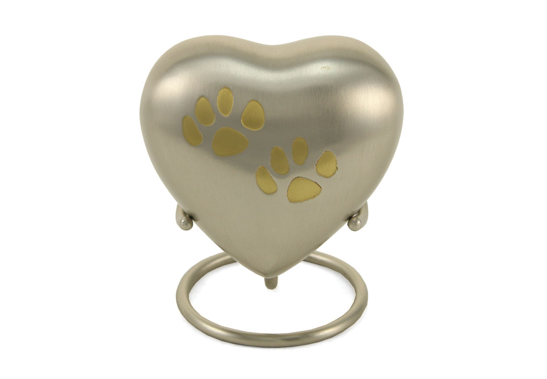 Keepsake Heart- Odyssey Double Paw Pewter Image